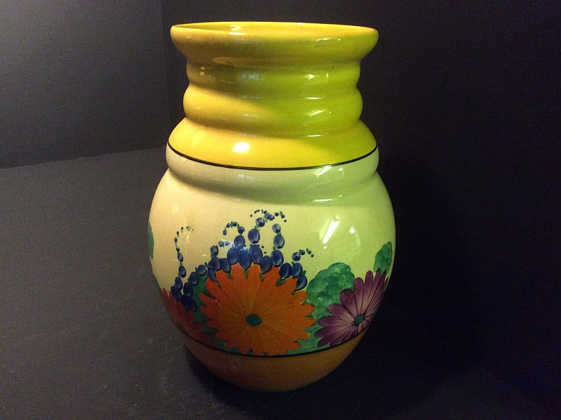 Clarice Cliff A Gayday 358 Shape Vase With Hand Written Gayday Back